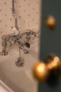 A bathroom at The Green Dragon Hotel