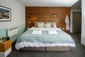 A bed or beds in a room at Lock Chambers, Caledonian Canal Centre