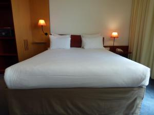 A bed or beds in a room at Novotel Suites Marseille Centre Euromed