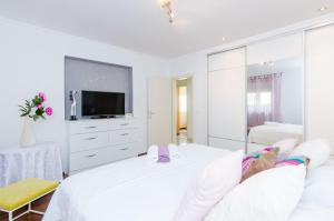 A bed or beds in a room at Beautiful Sea View Apartment