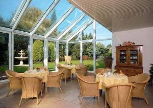 Ein Restaurant oder anderes Speiselokal in der Unterkunft Garten-Hotel Ponick