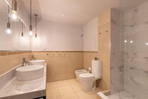 A bathroom at Azur Real Hotel Boutique