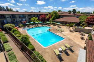 A view of the pool at Valley River Inn Eugene/Springfield or nearby