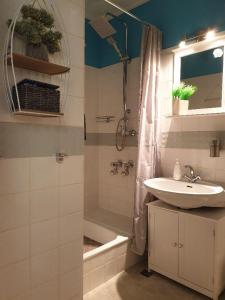 Ein Badezimmer in der Unterkunft Haus am See App.Anker am Kranichsee