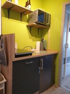 Küche/Küchenzeile in der Unterkunft Haus am See App.Anker am Kranichsee