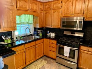 A kitchen or kitchenette at Inn at River Street