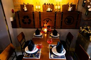 A restaurant or other place to eat at Tuong Vy Global Hotel