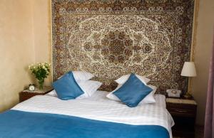 Cama o camas de una habitación en Sovetskaya Themed Hotel