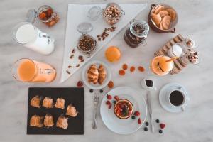 Options de petit-déjeuner proposées aux clients de l'établissement Deliades Hotel