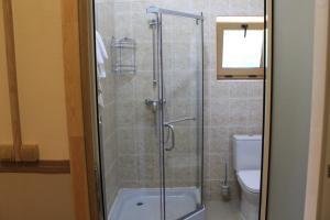 A bathroom at Chalet Rostov