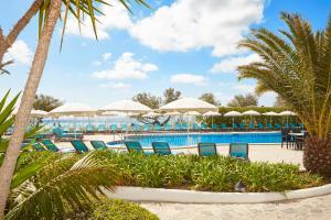 Bazén v ubytovaní Universal Hotel Castell Royal alebo v jeho blízkosti