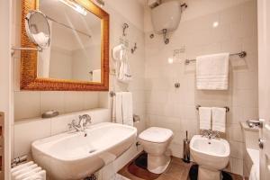 Um banheiro em Hotel Cortina