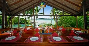 Restaurant ou autre lieu de restauration dans l'établissement Aguila de Osa Rainforest Lodge