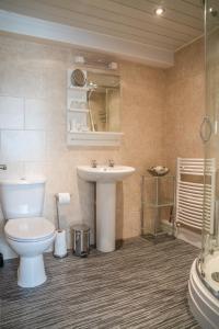 A bathroom at Fox Lodge