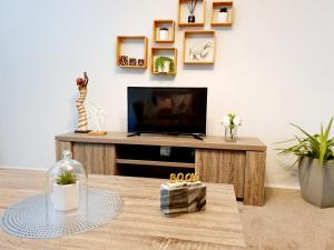 A television and/or entertainment center at Entire 3 bedrooms home, Dandenong central, walk to bus