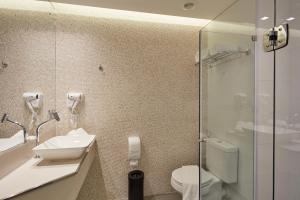 A bathroom at Flix Hotel