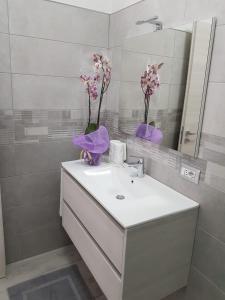 A bathroom at Appartamenti Edia