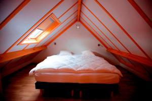 Ein Bett oder Betten in einem Zimmer der Unterkunft Zeepark Haerendycke