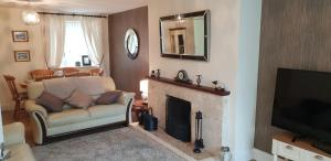 A seating area at Comfy Quiet Town House