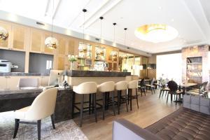 Een restaurant of ander eetgelegenheid bij Apple Inn Hotel