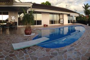 A piscina localizada em Punaauia Tetavake ou nos arredores