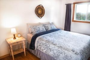 A bed or beds in a room at Willow Grove B&B Inn