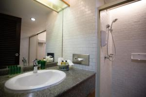 A bathroom at Sailom Hotel Hua Hin