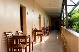 A restaurant or other place to eat at Sailom Hotel Hua Hin
