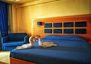Ένα ή περισσότερα κρεβάτια σε δωμάτιο στο Aegean Blue Beach Hotel