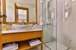 Vannituba majutusasutuses Hotel Lusso Mare by Aycon
