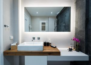 A bathroom at Acropolis View Deluxe Penthouse & Luxury Apartments