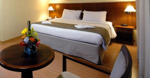 A bed or beds in a room at Luz Plaza São Paulo