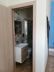 A bathroom at B&B Stella del Mare
