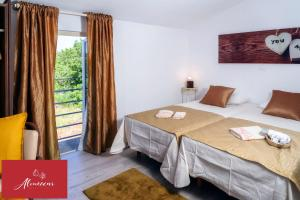 A bed or beds in a room at Guest House Almeixar