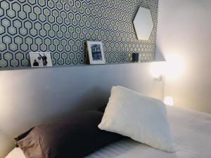 A bed or beds in a room at Magnifique Appartement à 100 m de la Canebière