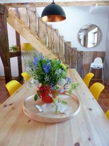 Ein Restaurant oder anderes Speiselokal in der Unterkunft Ferienhaus Ida