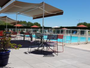 The swimming pool at or close to Ibis Styles Arles Palais des Congrès