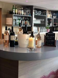 The lounge or bar area at Ibis Styles Arles Palais des Congrès