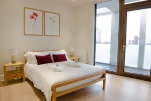 A bed or beds in a room at Stayo Waterloo