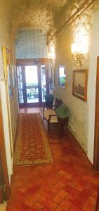 A seating area at Hotel Ristorante da Righetto