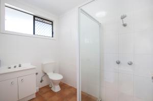 A bathroom at Kondari Hotel