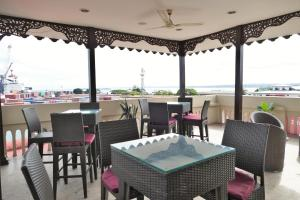 A restaurant or other place to eat at Best Western Plus Zanzibar