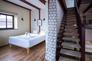 A bed or beds in a room at Dream Stay - Five Bedroom Penthouse in Old Town
