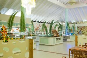 Un restaurante o sitio para comer en Grand Palladium Palace Resort Spa & Casino - All Inclusive