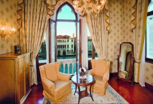 A seating area at Hotel Palazzo Stern