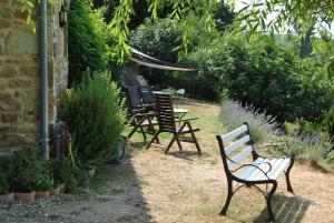 A garden outside Chambre d'Hôtes Les Junchas