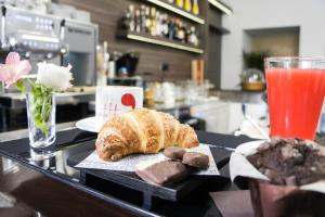 Breakfast options available to guests at Albergo D'Onofrio