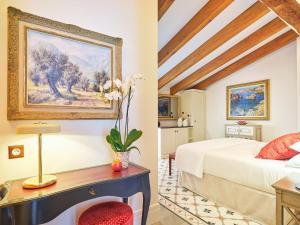 Łóżko lub łóżka w pokoju w obiekcie Hotel Gloria de Sant Jaume