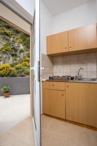 Majoituspaikan Savviou Rooms keittiö tai keittotila