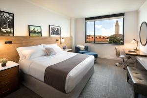 Krevet ili kreveti u jedinici u objektu AT&T Hotel & Conference Center